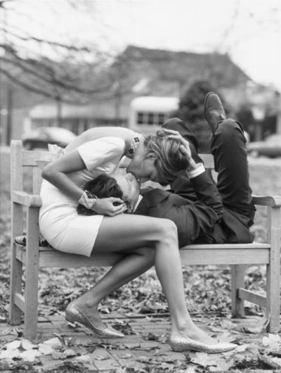 kiss bench